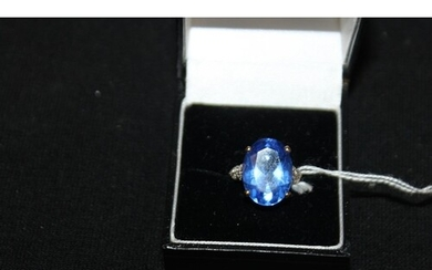 1 x 9ct gold ladies blue stone inset ring size N