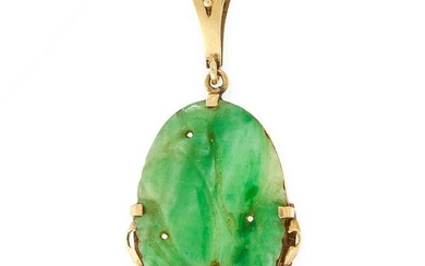 A JADEITE JADE PENDANT in yellow gold, set with an oval