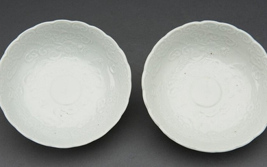 A JAPANESE PAIR OF ARITA MOULDED HAKUJI PORCELAIN BOWLS EDO PERIOD (1603-1868), CIRCA LATE 17TH CENTURY