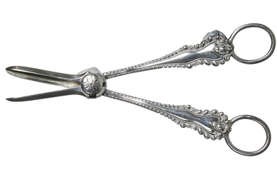 A PAIR OF VICTORIAN STERLING SILVER GRAPE SCISSORS