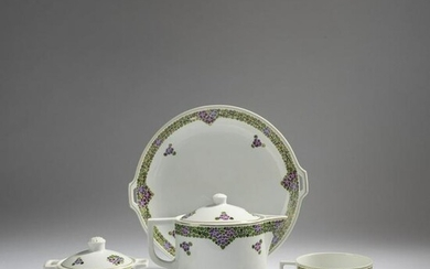 Adelbert Niemeyer, Tea service 'No. 108' with decor