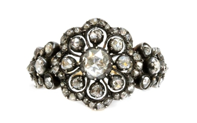 An antique-style diamond set daisy cluster ring