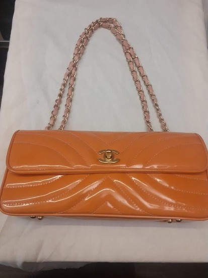 Chanel - Chevron Quilted Patent Leather Shoulder bag