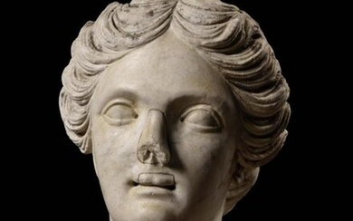 French School of the 17th century in the taste of Ancient Venus Head White marble H. 29 cm Accidents and old restorations to the nose and upper lip