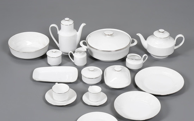 German tableware for twelve services with coffee set in porcelain by Eschenbach, mid 20th Century.