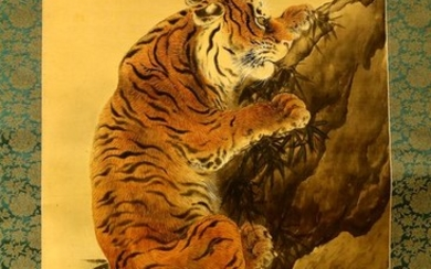 Hanging scroll - Silk - Family tigers - With signature and seal 'Gyokushu' 玉洲 - Japan - ca 1920-40s(Taisho to early Showa period)