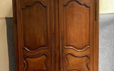 Large wardrobe - Louis XV period - Auvergne region - Oak - Mid 18th century