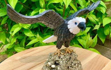 Pyrite Cut eagle in obsidian and aragonite - 17×15×28 cm - 1865 g - (1)