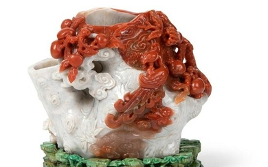 RED AND WHITE CARNELIAN AGATE 'TREE TRUNK' VASE