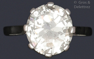 """Ring """" Solitaire """" in platinum, set with a brilliant-cut diamond. Weight of diamant : about 2.90 carats. Turn of doigt : 50. P. Brut : 5,1 g."""