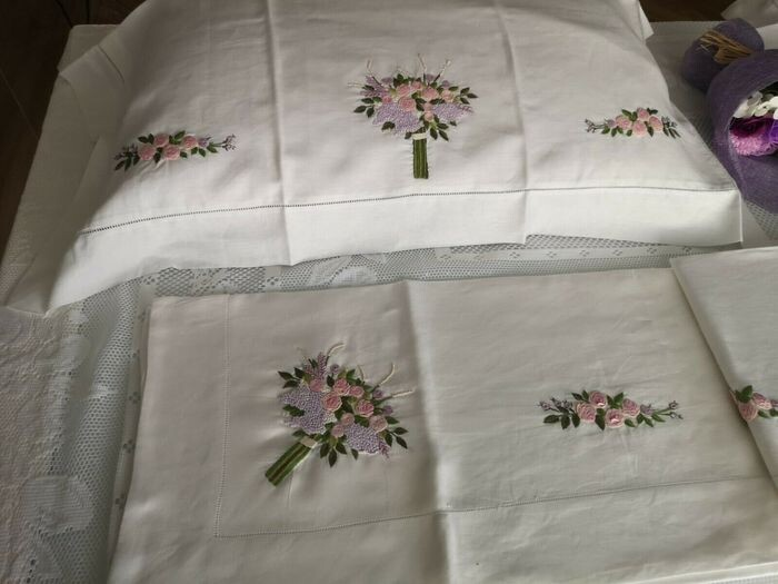 Sheet in pure linen with full stitch embroidery entirely by hand - 265 x 280 cm - Linen - 21st century