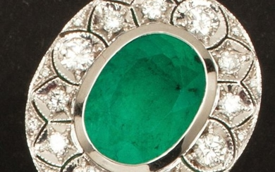White gold ring, set with an oval emerald...