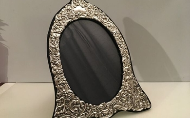 large Sterling Silver embossed decorated front photo frame (1) - .925 silver - U.K. - 1990