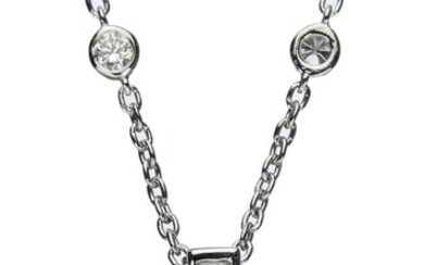 18CT WHITE GOLD AND DIAMOND PENDANT NECKLACE