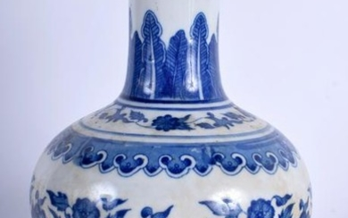A CHINESE BLUE AND WHITE PORCELAIN VASE BEARING