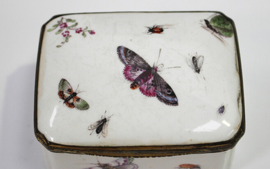 A Continental porcelain rectangular snuff box, probably Meissen, late 18th/early 19th century, gilt