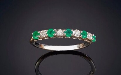 BELLA RING OF BRIGHTNESS AND EMERALD on a frame of 18K white gold. Price: 365,00 Euros. (60.731 Ptas.)