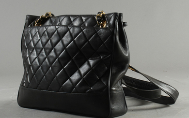 Chanel, shoulder bag black leather.