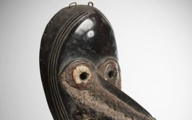 DAN/DIOMANDE, Côte d'Ivoire. Mask with beak with round...