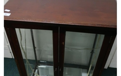 Edwardian mahogany counter top display cabinet with two gla...