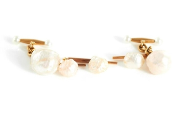 Gentlemen's Baroque pearl and gold studs and cufflinks (5pcs)