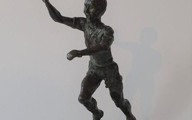 J. Keulers (1924-2019), bronze sculpture on marble base, Runner, with monogram, dated '88, h. 26 cm.