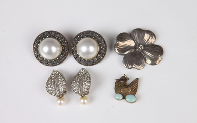 SELECTION OF STERLING SILVER JEWELRY. Estimate $100-200
