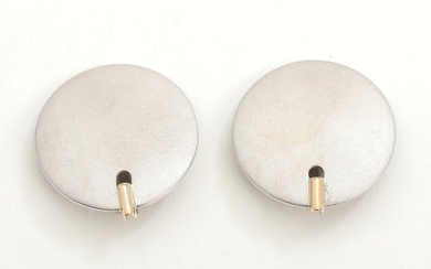 Toftegaard: A pair of 14k gold and sterling silver clip-on earrings. L. 2.9 cm. (2)...