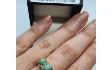 Vintage 18ct yellow gold diamond and cabachon jade triple cl...