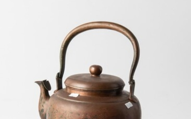 A LARGE 19TH CENTURY ORIENTAL COPPER KETTLE WITH ENGRAVED FISH SCENES AND ORIENTAL WRITING TO BOTH SIDES, H.22CM, LEONARD JOEL LOCAL...
