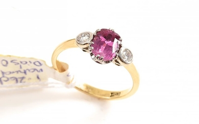 A RUBY AND DIAMOND RING IN 18CT GOLD, SIZE M