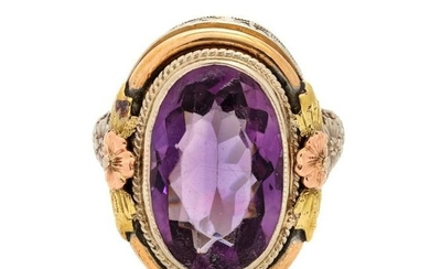 A Tricolor Gold and Amethyst Ring,