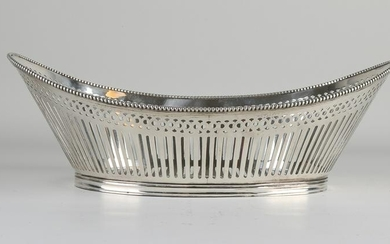 Beautiful oval sawn silver bread basket, 833/000, with