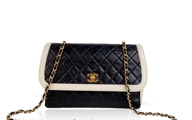 Chanel - Vintage Blue and White Quilted Leather ShoulderCrossbody bag