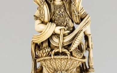 Guanyin with dragons, China, around 1900, ivory. Oval...