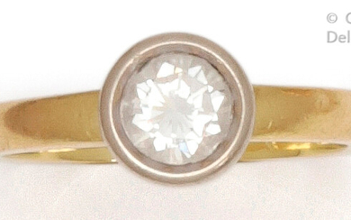 """Ring """" Solitaire """" in yellow gold, set with a brilliant-cut diamond in a closed setting in white gold. Weight of diamant : 0.85 carat approximately. Turn of doigt : 55. P. Brut : 5 g."""