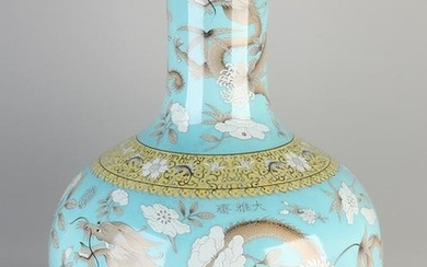 Very large Chinese porcelain bolvaas with blue glaze