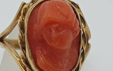 Vintage Yellow Gold Carved Coral Ring - Beautiful piece - 14 kt. Yellow gold - Ring Coral