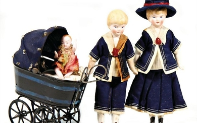a pair of dollhouse dolls, with sailor clothes, 15 cm