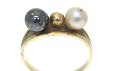 14k Yellow Gold Pearl Ring.