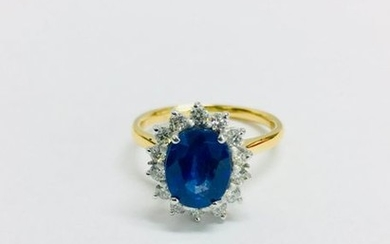18ct Sapphire and diamnd cluster ring,9mmx7mm approximately 2.50ct...