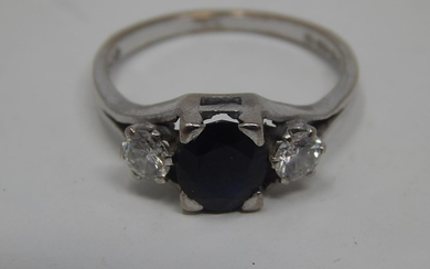 18ct White Gold Sapphire & Diamond: Set with a central Sapph...
