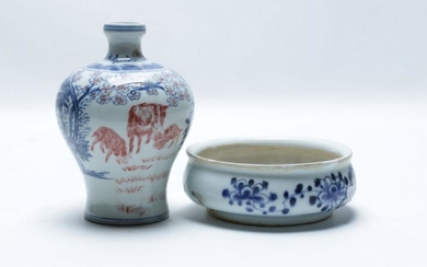 A Blue and White Chinese Vase Decorated with Animals (H 15cm) Together with A Small Bowl (Dia 13.5cm)