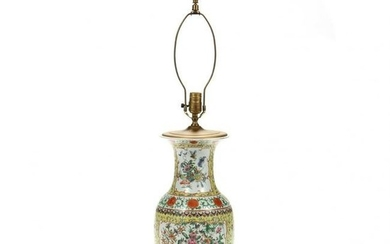 A Chinese Export Porcelain Table Lamp