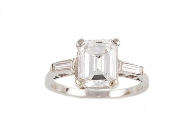 A DIAMOND SOLITAIRE RING, the emerald cut diamonds to baguet...