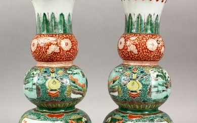 A PAIR OF CHINESE FAMILLE VERTE TRIPLE GOURD PORCELAIN