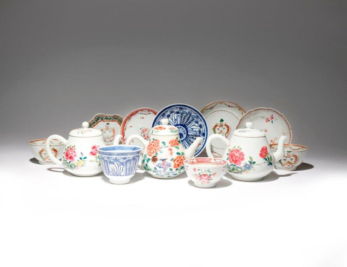 A SMALL COLLECTION OF CHINESE PORCELAIN ITEMS 18TH AND 19TH...