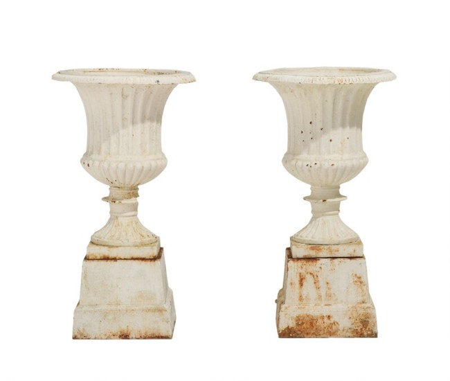A pair of 20th century white painted iron garden vases on bases. H. incl. bases 67 cm. (2)