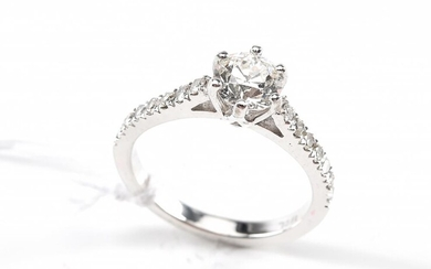 AN OLD EUROPEAN CUT SOLITAIRE DIAMOND RING WEIGHING 0.60cts, WITH DIAMOND SET SHOULDERS TOTALLING 0.18cts, IN 18ct WHITE GOLD, SIZE...