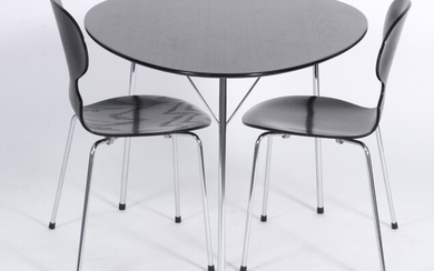 Arne Jacobsen. The Egg table and two chairs, model 3100 from the anniversary set (3)